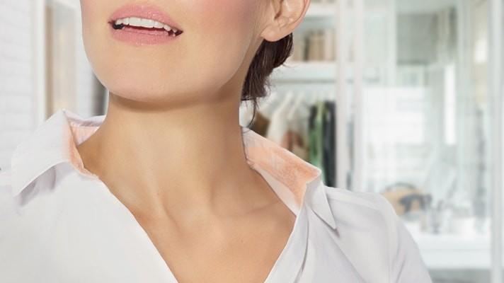 Cuello de camisa con manchas